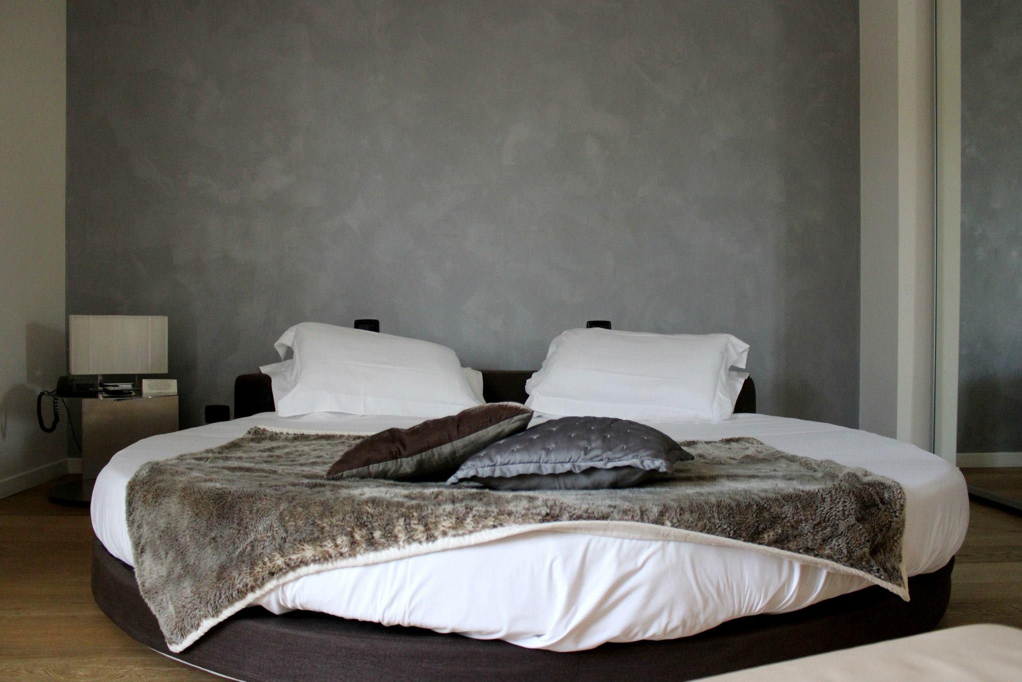 Stunning camera da letto con letto rotondo images house - Camere da letto con letto rotondo ...